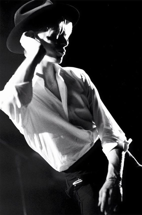 David Bowie, 1976 by Andrew Kent. http://davidbowienews.com/2016/07/david-bowie-behind-the-curtain-by-andrew-kent/