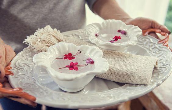 Vai ter festa? Com tantas guloseimas boas de comer com as mãos, uma lavanda para limpar os dedinhos é uma frescura bem-vinda