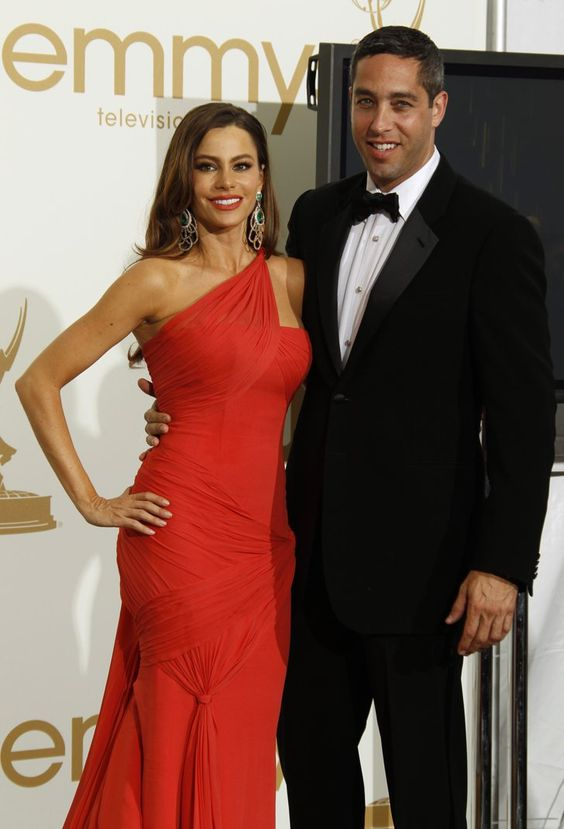 Pin for Later: The Emmys Red Carpet Has Seen So Many Unforgettable Couples Sofia Vergara and Nick Loeb, 2011