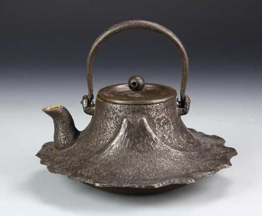 Japanese Cast Iron Teapot Ornate Decoration Throughout Of Dragon