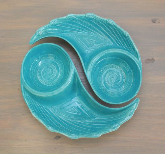 We adore this gorgeous set of mid-century snack bowls! The vibrant aqua color is as relevant today as it was in the 1960s!  These serving bowls