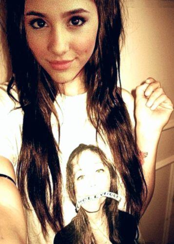 Ariana Grande ♥                                                                                                                                                                                 Más