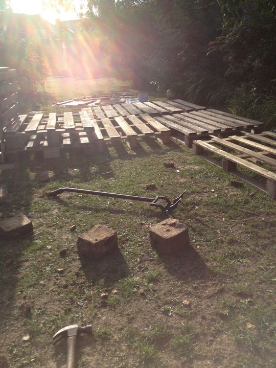 Breaking up pallets