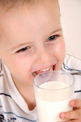 """utilidad de las incorrectamente llamadas """"leches de crecimiento""""."""