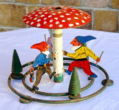 VIntage Christmas Tree Stand. Oh my. Gone Thrifting