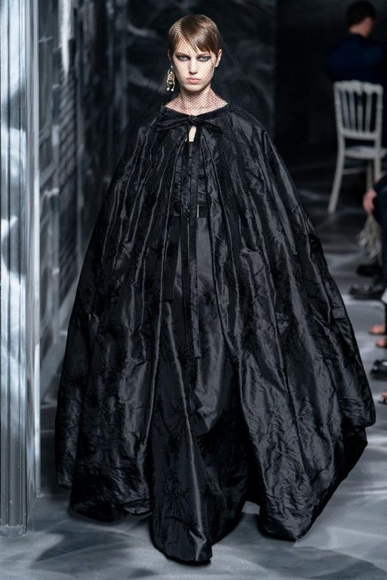 Cape fashion trend-Christian Dior  autumn/winter 20/'21 collection