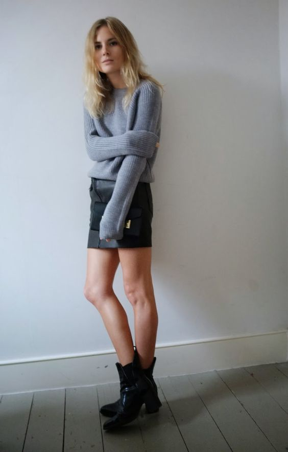 sweater+leather skirt