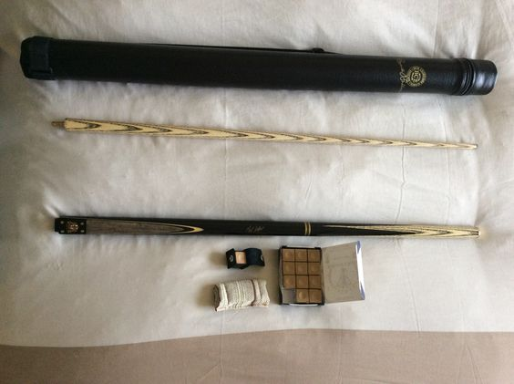 Mark Selby snooker cue, tube case, tube cloth and tanned chalk.