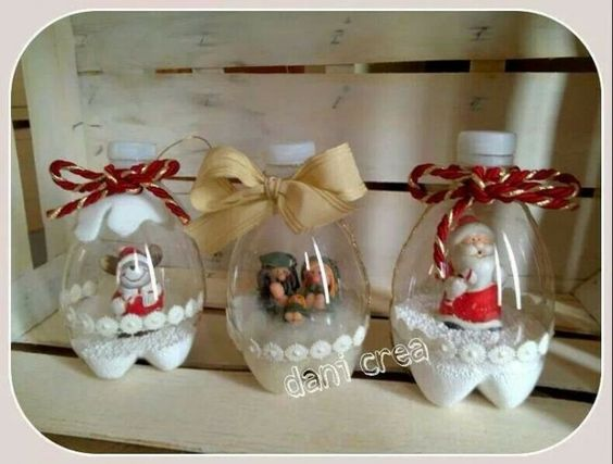 Adornos de Navidad con botellas descartables: