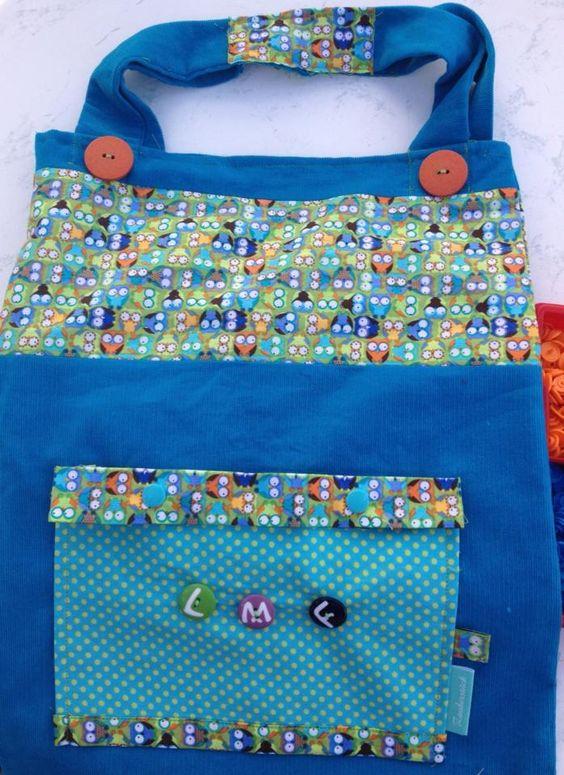 Tasche mit Buchstabenknöpfen personalisieren