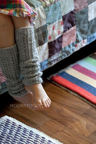 I really want to knit a few sets of leg warmers for myself this winter...I think they may become my accessory this year Knit Leg Warmers Instructions (free pattern):