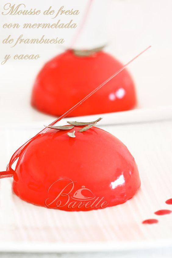 Semiesfera con mousse de fresa, mermelada y glaseado rojo   Bavette