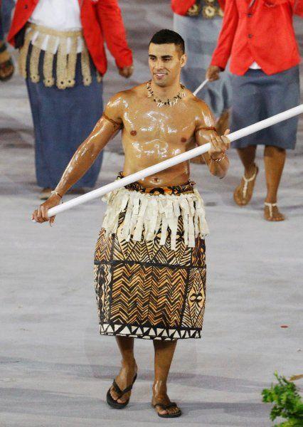 Pita Taufatofua leitete das Team aus Tonga an, er wird im Taekwondo antreten....