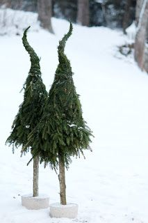 easy DIY Xmas trees w/ extra branches of pine trees: