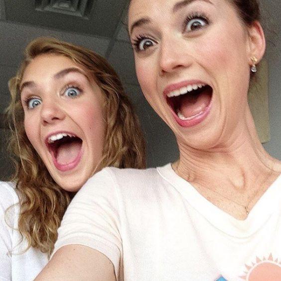 Karine Vanasse et Sophie Nelisse joueront dans l'adaptation cinématographique de « Et au pire, on se mariera » |…