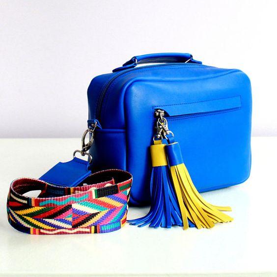 Кожаная сумка кросс боди ручной работы и широким ремнем