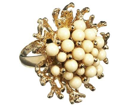 sweet statement ring-reminds me of coral!!