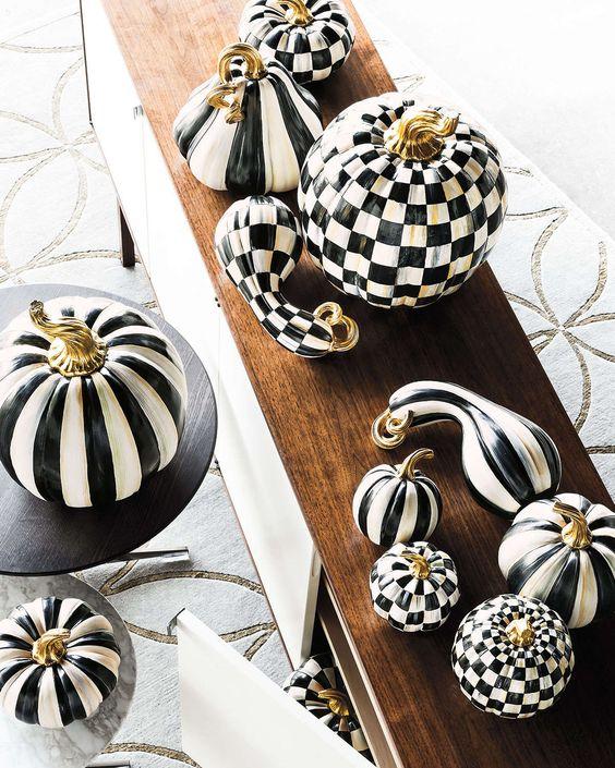 Courtly Stripe Large Pumpkin: