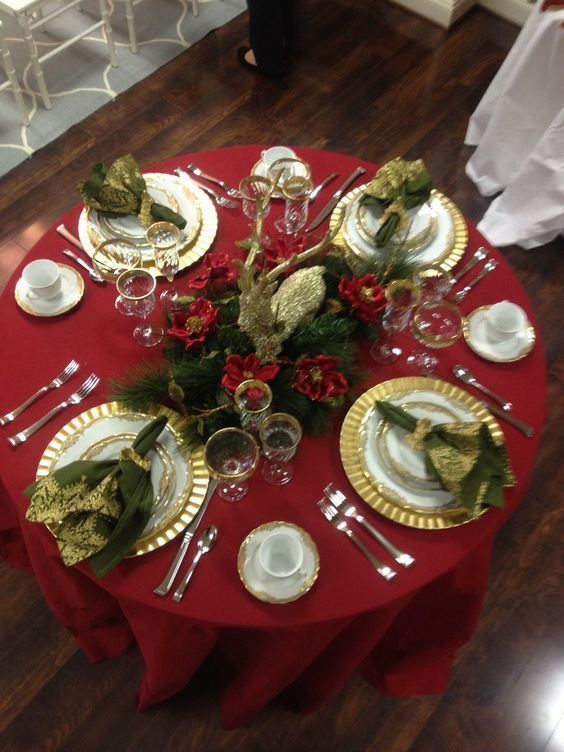60 Best Christmas Table Decor Ideas For Christmas 2019 Where Traditions Meets Grandeur Christmas Table Christmas Dinner Table Christmas Table Settings