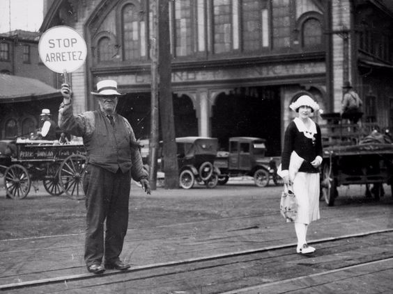 This week, the Ontario Premier officially apologized to the Franco-Ontarian community for Regulation 17, which outlawed French in education for Ontario kids from 1912 and 1927 (not abolished until 1944). This was taken in 1922, at Yonge & Adelaide in Toronto. Vive les #franco-ontariens!