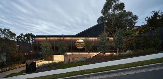 Street facade of Studley Park House in Melbourne feels dashing and contemporary
