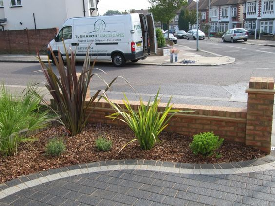 Front garden ideas with driveway uk planting area for Front garden and driveway designs