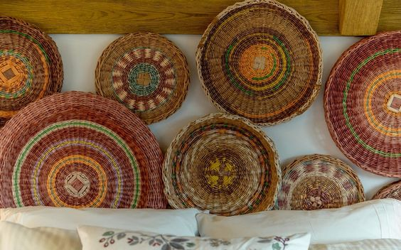 Wall decoration of braided plates
