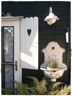 Shabby Cottage: Pictures from the garden ..... ähnliche tolle Projekte und Ideen wie im Bild vorgestellt findest du auch in unserem Magazin . Wir freuen uns auf deinen Besuch. Liebe Grüß