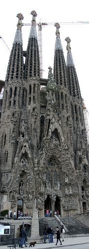 The expiatory church of La Sagrada Família is a work on a grand scale which was begun on 19 March 1882 from a project by the diocesan architect Francisco de Paula del Villar (1828-1901). At the end of 1883 Gaudí was commissioned to carry on the works Private  Arrival Transfer ! Excursions specialist in Barcelona Excursions specialist in Barcelona, Costa Brava & Catalunya. Vacation