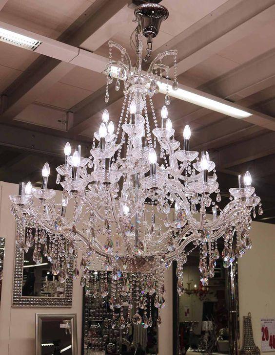 lampadario molto grande con parti in cristallo http://www.alberti ...