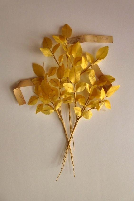 Vintage Millinery. GOLDEN LEAVES. Satin hat trim. 1940s - millinery leaves - vintage leaves - satin leaves - de GiardinoDiNinfa en Etsy