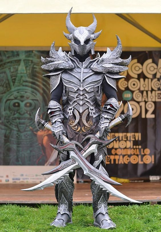 dovahkiin~daedric armor, skyrim. Impressive, now all it needs to be made out of is some high strength metal alloy, and there needs to be chain link between the armor and the gauntlets and etc. ... Still cool