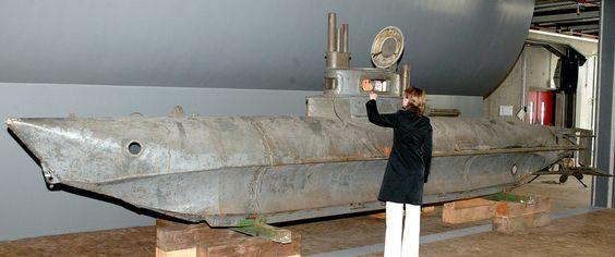 """Einmann-U-Boot """"Biber"""":  Das Mini-Unterseeboot """"Biber"""" der Reichsmarine ist..."""