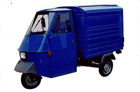 Triporteur Piaggio Ape 50 modèle fourgon