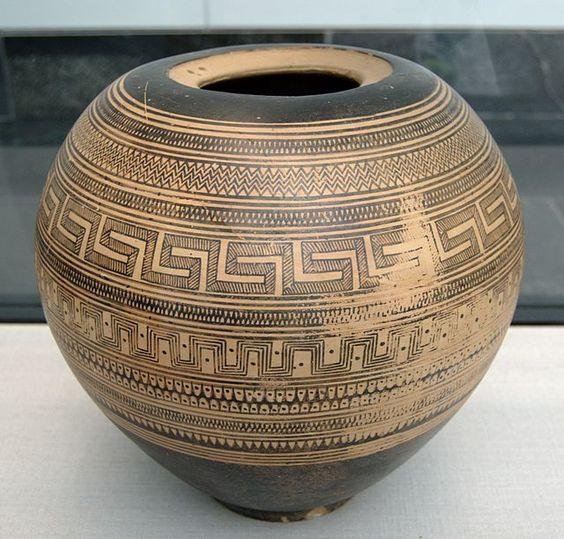 Geometric pyxis Staatliche Antikensammlungen 6232 - Pyxis