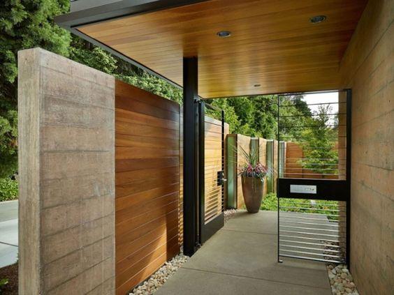 hauseingang zaun system modern betonwand holz verkleidung berdachung hauseingang pinterest. Black Bedroom Furniture Sets. Home Design Ideas