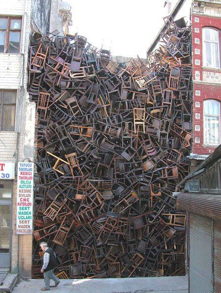 Chairs in empty space - Tadashi Kawamata