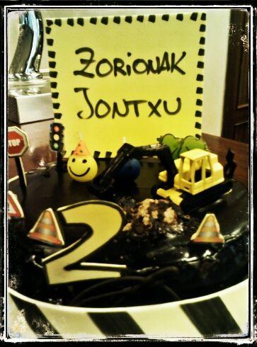 Tarta de chocolate para cumpleaños. Personalizada. Tahona Artesanal Gourmet Bilbao.