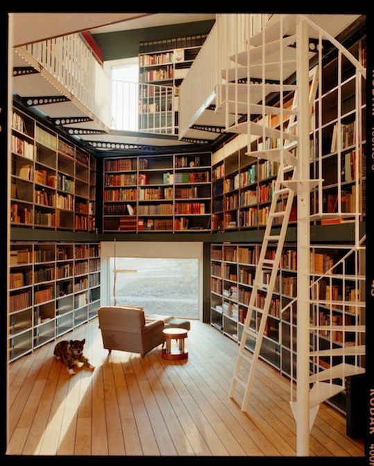 I love this room.  Am also a huge fan of Library Thing...my virtual library until I have this much space.