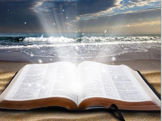 Nyitott biblia utat nyit a mennybe