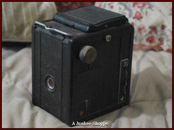 SPARTUS Full Vue Box Camera Twin Lens 1948 Thru 1960 Needs Restoration Work  IMG 3738   http://ajunkeeshoppe.blogspot.com/