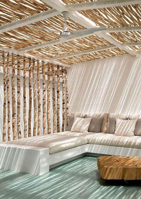 Abriter une terrasse avec des petits troncs d'arbres