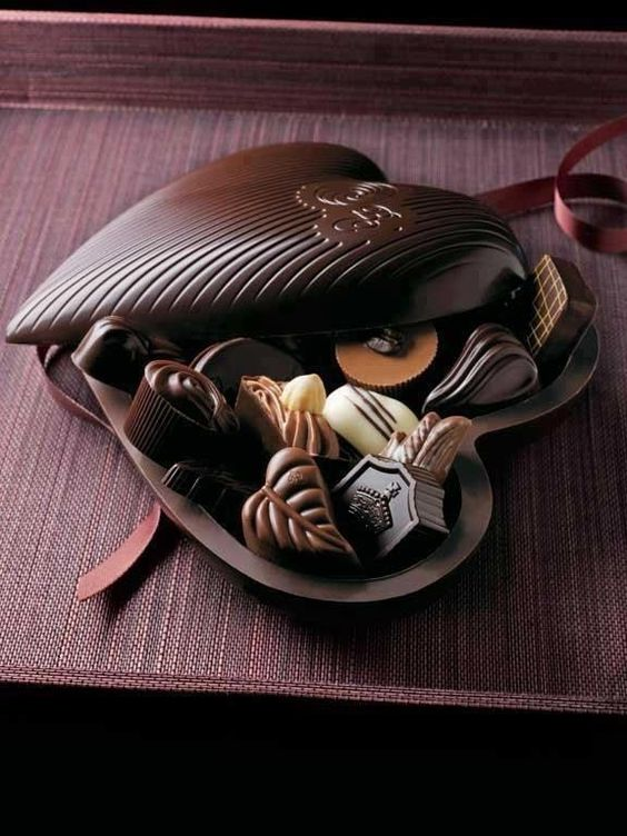 .: Heart Chocolate, Chocolate Boxes, Chocolate Chocolate, Box Of Chocolates, Chocolate Art, Chocolate Delight, Valentine, Chocolate Hearts