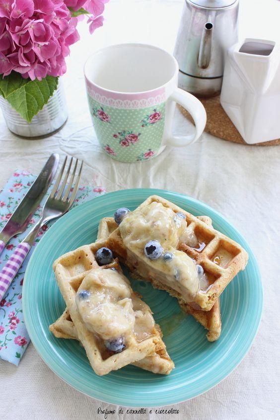 Waffles integrali con nana icecream e mirtilli