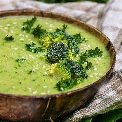 Sommer Bowl Mit Mangoreis Dazu Wurziger Brokkoli Und Radieschen Gurken Salat Rezept Essen Und Trinken Rezepte Salate Vegetarisch Und Brokkoli