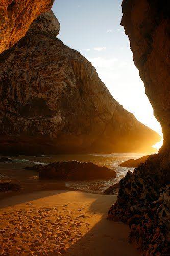 Light footsteps under the Arch - Praia da Ursa (Sintra) - Pegadas de luz sob o Arco