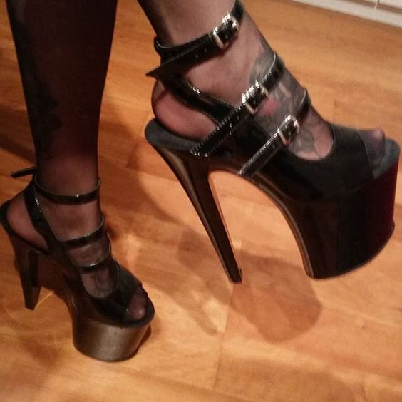so in love with this amazing pleaser heels