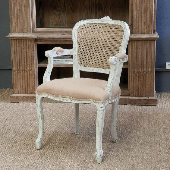 Silla lys con reposabrazos de estilo vintage y respado de rejilla est acabada en color blanco - Sillas con reposabrazos ...