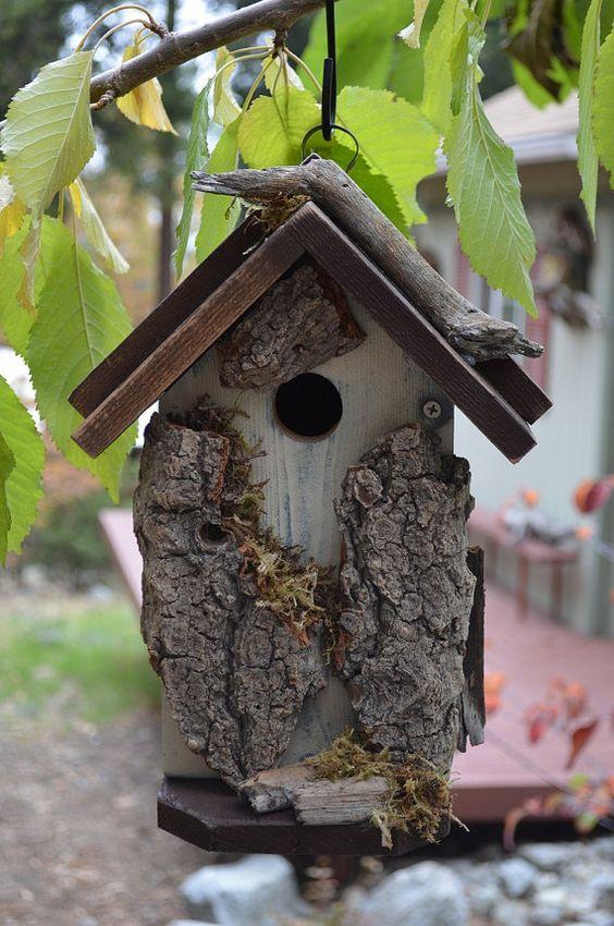 Cabane d'oiseaux jardin rustique fait main par BirdhousesByMichele, $48.00                                                                                                                                                      Plus