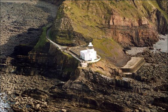 Image from http://news.bbc.co.uk/media/images/47203000/jpg/_47203026_hartland-point.jpg.